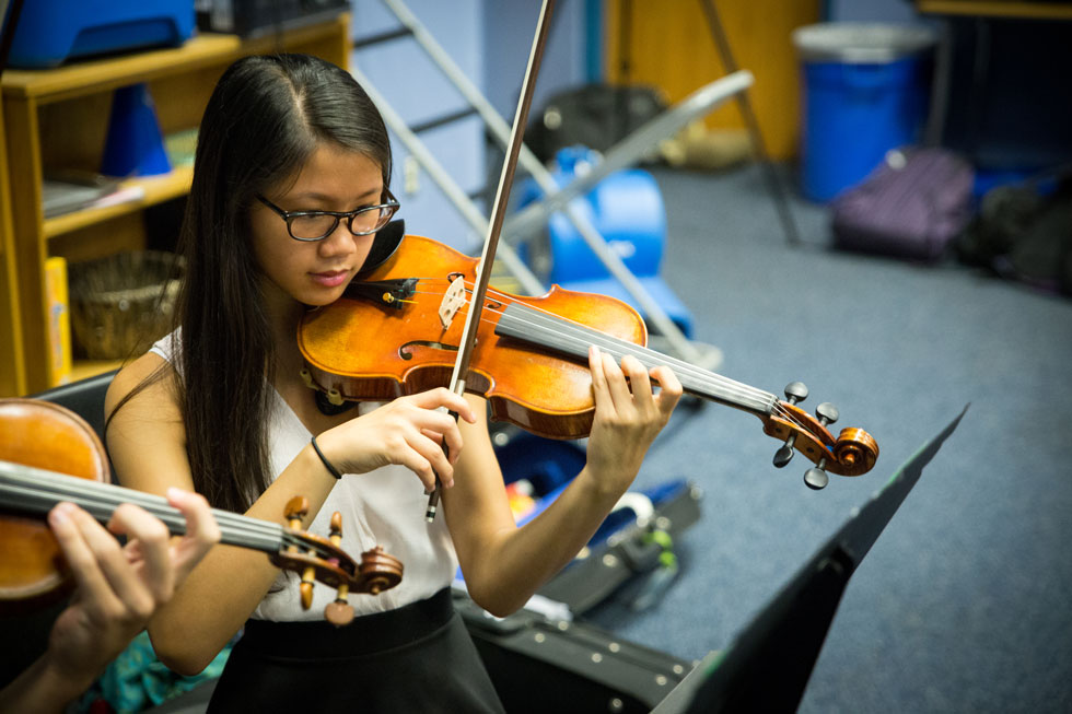 girl practicing the violin
