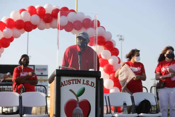 AISD Board Trustees and superintendent speaking to volunteers